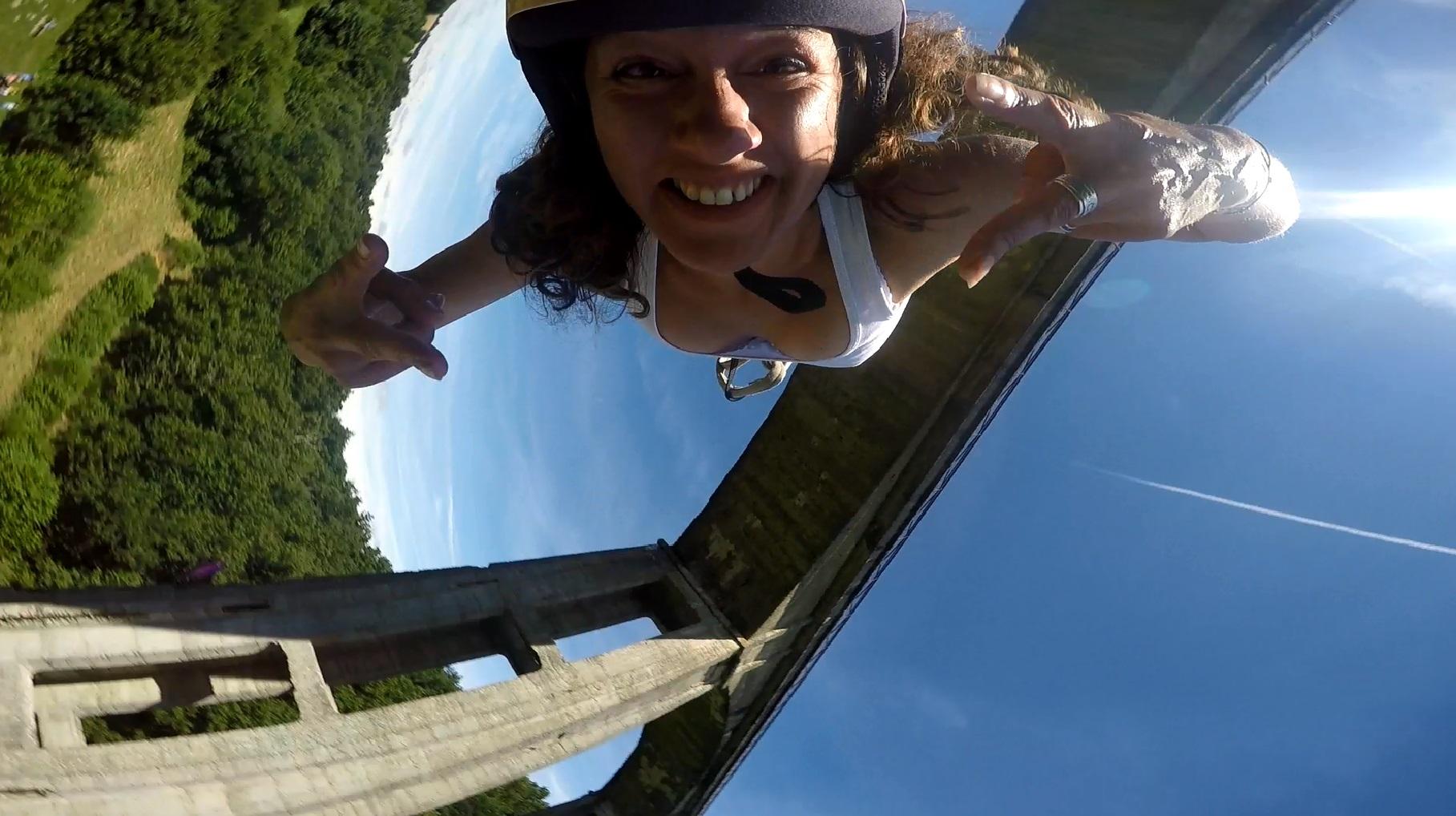 Céline 15 d'expérience dans le saut à l'elastique